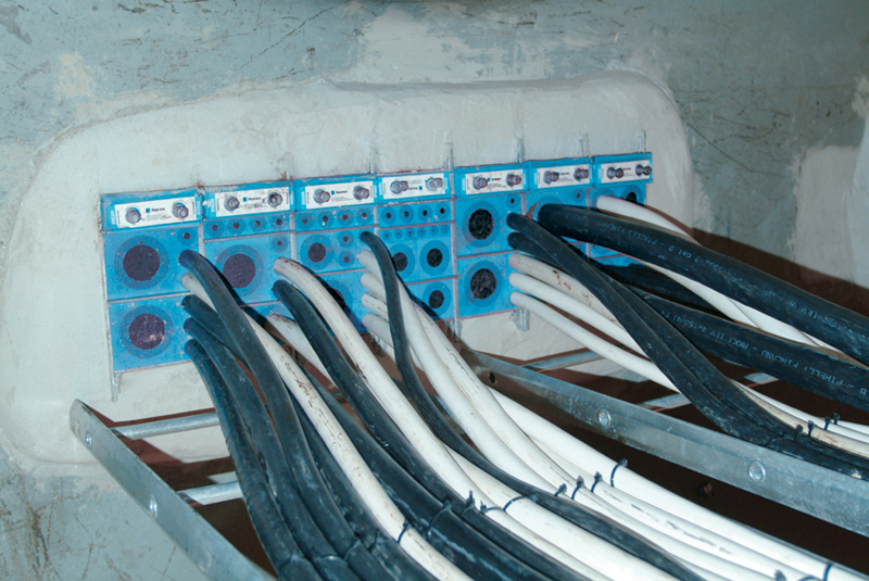 Roxtec cable entry system installation